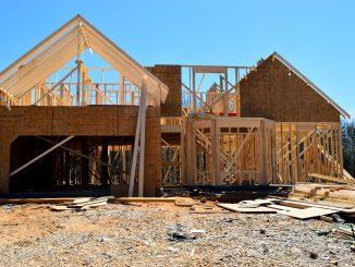 Comment construire une maison en bois - Par où commencer et que faut-il acheter ?
