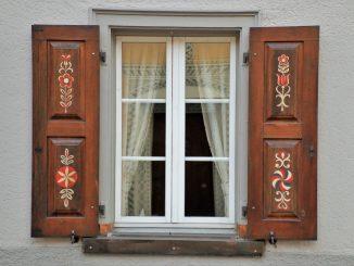 Qu'est-ce qui est le mieux - des fenêtres ou des volets anti-ouragan ?